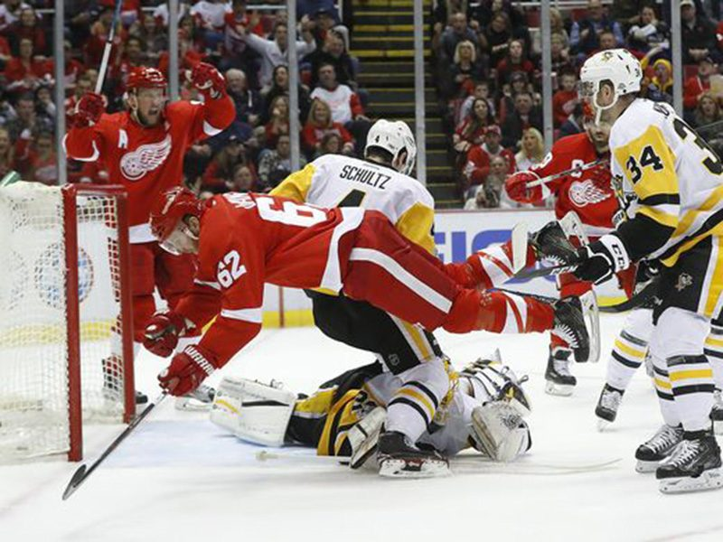 Penguins blow two-goal lead to for third-straight loss