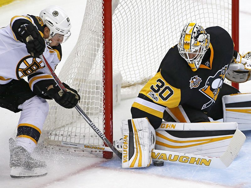 Penguins dominate third period against Bruins to win fourth straight