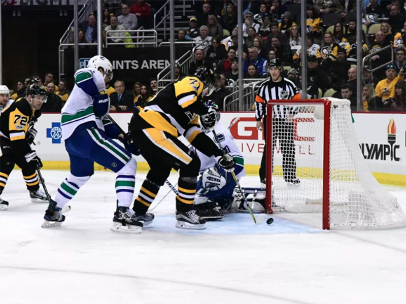 Sidney Crosby gets point No. 999, Evgeni Malkin makes difference in return